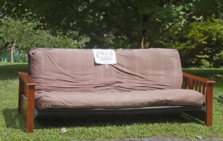Ways to Get Rid of an Old Sofa When Shifting in Dallas, TX